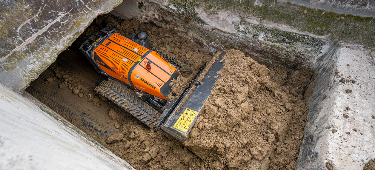 remote controlled tools carrier - roboevo - bucket - construction sites work - energreen professional machines