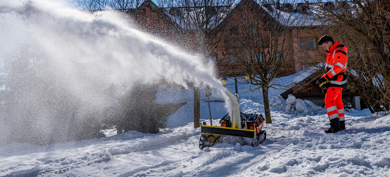 remote controlled tools carrier - robomini - snow blower - winter service - energreen professional machines